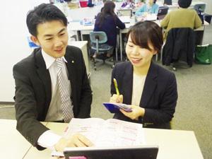 採用責任者(左)が、丁寧に指導させて頂きます。未経験入社を数多く育成している教育のプロです。