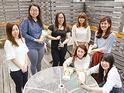 女性が9割、20〜30代が中心の職場。個性的なメンバーが揃い、活発に意見を交わしています。