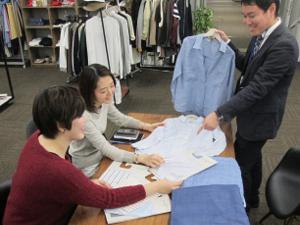 東京本社の事業拡大に伴い、企画デザイナーを募集しています。若いスタッフが多い、活気ある職場です。