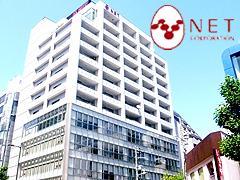 堺筋に面したスタイリッシュな自社ビルがオフィスです。
