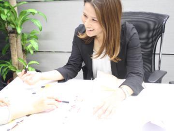 販売だけでなく、マネジメント、商品開発まで多岐にわたります。