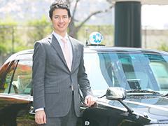 日本のサービス業界において顧客から最も信頼される会社へ。