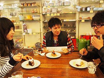 ケーキを食べながら会議!柔軟な環境で自社サービスを企画中!