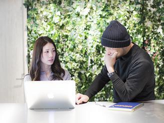 コミュニケーションが活発になるようにさまざまな場所にミーティングスペースを配備。