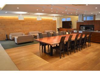 別階にあるミーティングルームとなっており、落ち着ける空間です。