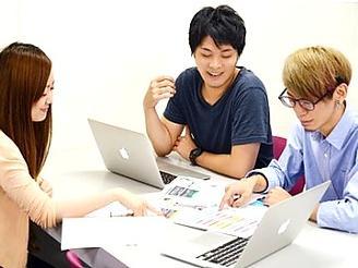 制作セクションはディレクター1名、デザイナーは1〜3名で業務を行います。