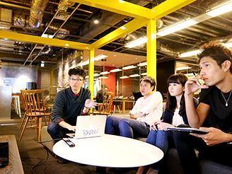 制作チームのメンバーたち。20代後半から30代前半が中心です。