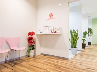 青山一丁目駅直結のデザイナーズオフィスで落ち着いた雰囲気のなか面接を受けられます