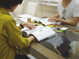 案件ごとにチームが作られ企画ミーティング。