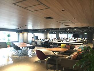 【オフィス内】共有スペースはオシャレなカフェのようです