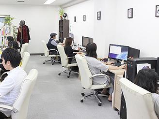 広い作業スペースとスタッフ間の風通しの良さを心がけた職場環境を意識しています
