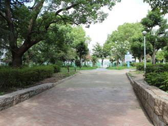 事務所前の靱公園でリフレッシュ