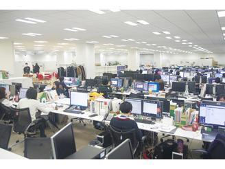 オフィスは300坪ワンフロア 全社員とスピーディにコミュニケーション可能