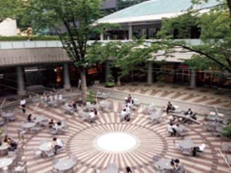 オフィスは西新宿駅直結の新宿アイランド内にございます。アクセス良好♪