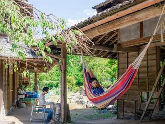 サテライトオフィスの古民家「神山ラボ」は、大自然の中にあります。