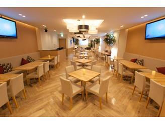 自社運営のカフェでランチもできます♪社員は300円と嬉しい社食です!