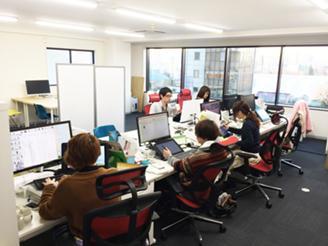 みんな、集中して仕事をしてます!