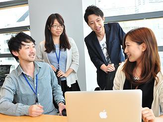 エンジニア、ディレクター、デザイナーがチームを組んでプロジェクトを進めます。