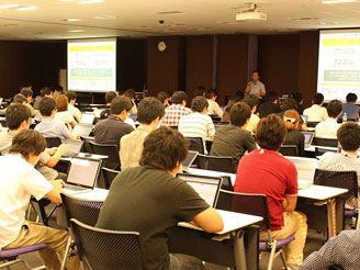 外部講師を招いた講演や社内勉強会も 頻繁にあります。