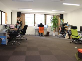 一人当たりのスペースが広々な事務所