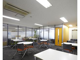 広々とした打ち合わせルームは、社員だけでなくお客様も頻繁に訪れています。