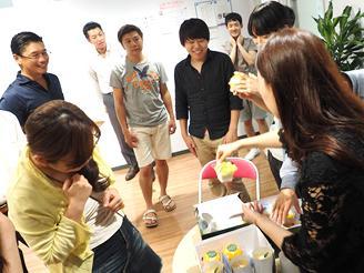 社員の誕生日や入社記念日などを おいしいケーキでお祝いすることも!