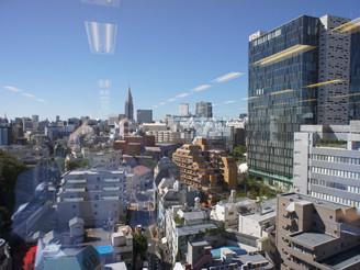 ビルの最上階フロアで、窓からの景色も気持ちいいです♪