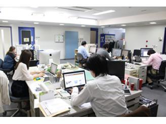 本社ビル5Fのオフィス(一緒に働くフロア)です。