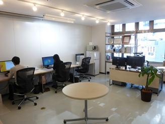 横浜駅東口徒歩3分のクリエイティブなオフィスで一緒に仕事しませんか!?