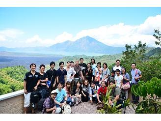 バリ島での社員旅行の写真です。社員旅行は全額会社負担で実施しています。