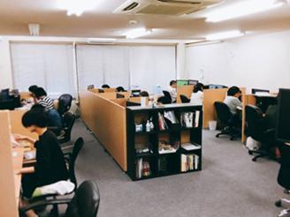 オフィスは東急東横線の綱島駅から徒歩1分です