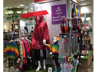 百貨店などの催事にもPOP UP SHOPとして参加特に傘はかなりの取扱数