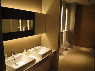 オフィスが入っているビルも新しいので、トイレなど共有設備もキレイです。