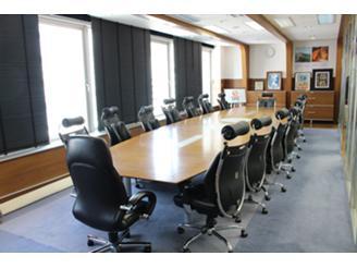 Webの研修やミーティングで使用する大会議室です。