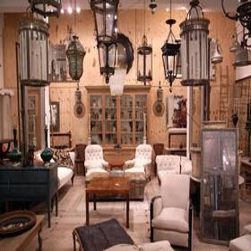中には100万円以上の価値のある家具もあります。お客様の暮らしに合わせた提案が大切です。