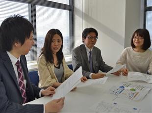進捗で問題を抱えていないか? チームミーティングで共有し、みんなで解決していきます。