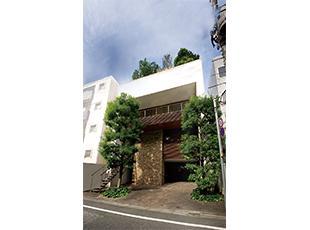 市ヶ谷駅からほど近く、閑静な住宅街の中にオフィスを構えています。