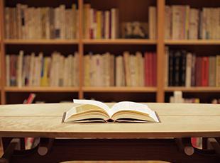 スキルUPにつながる書籍は会社で購入!図書館として多くの社員が利用しています。