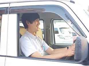 患者様のご自宅から次の患者様のご自宅までの運転は5~10分程度。効率良く回れるように調整します