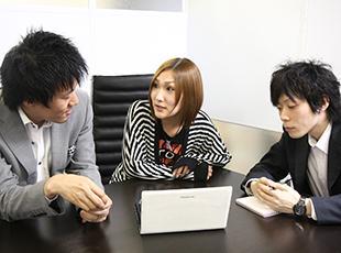 新しい技術やプロジェクト状況など、常にコミュニケーションをとって共有しています。
