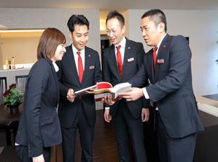 お客様の暮らしに彩りをもたらすお手伝い。しっかりとお客様の要望をお聞きするのが大切です。