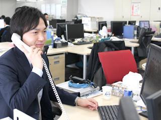 社員の7割が中途入社の当社。自由な雰囲気を大切にしており、スタッフ間 の意見交換なども活発です。