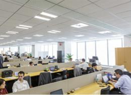 オフィスはフリーアドレスで、働きやすい環境です。