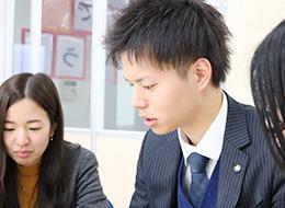 「様々な研修やエリア会議などで他の教室長とコミュニケーションを深められます」(塾運営スタッフ)