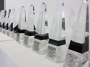 量販店の販売データからシェアを集計する「BCN AWARD」のフォントソフト部門にて15年連続最優秀賞を受賞。