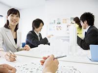 社内では、積極的に勉強会を開催する社員の姿がよく見られます