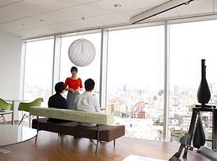 「モチベーションが上がる」「アイデアがわく」と社員から好評のオフィス。カフェのような自慢の空間です。