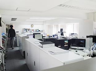 オフィスは曙橋駅のすぐ近く。新宿へのアクセスも抜群でオンもオフも充実させられる環境です。