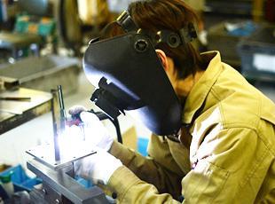 10年間で海外に工場を30工場100ライン建設するため、技術者を積極的に採用しています。