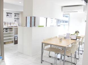 2015年に完成した自社ビルには、キレイなショールームを完備しています。
